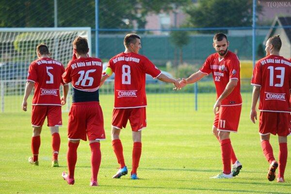 Futbalisti Kalnej nad Hronom porazili Levice 3:0.