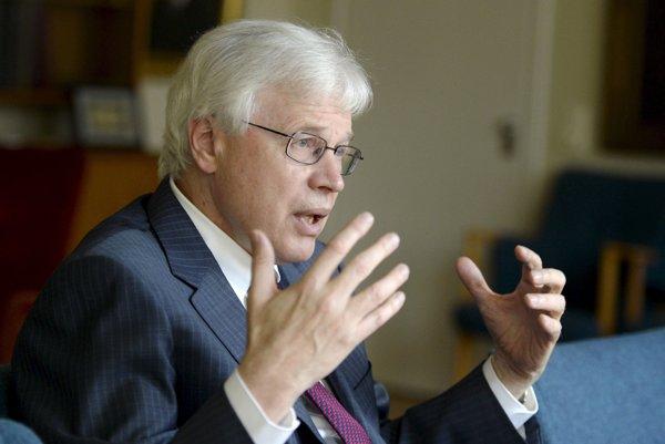 Nobelovu cenu za ekonómiu získali britsko-americký ekonóm Oliver Hart a Fín pôsobiaci tiež v Amerike Bengt Holmström (na obrázku).