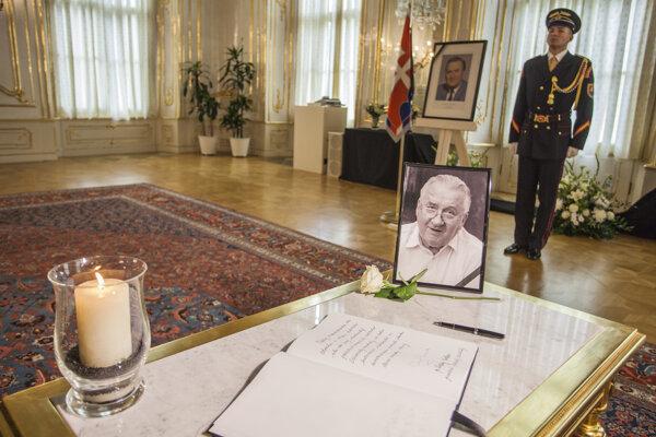 Kondolenčná kniha, ktorá bola zriadená v Prezidentskom paláci.