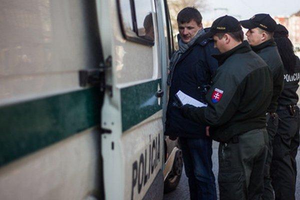 Alojz Hlina chce v problematických lokalitách viac policajtov.