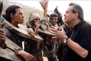 Terry Gilliam (vpravo) pri nakrúcaní s Johnnym Deppom.