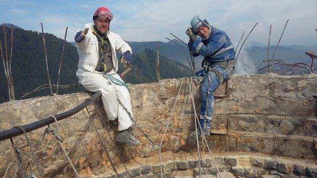 Práca na rozoberaní komína je len pre profesionálov a odvážlivcov.