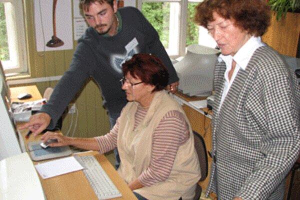 Na obecných úradoch sa budú musieť popasovať v programe na sčítanie obyvateľstva aj s angličtinou.