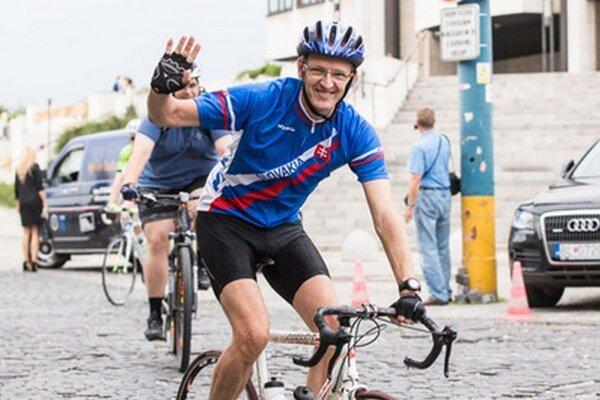 Ivan Štefanec na bicykli.