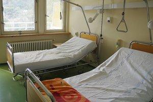 Lôžka pre ambulantnú liečbu na novej onkologickej ambulancii.