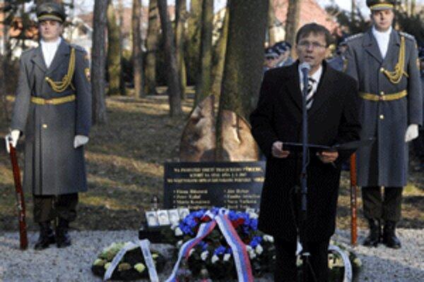 Minister obrany Ľubomír Galko si do Novák prišiel pripomenúť smutné 4. výročie výbuchu vo VOP Nováky.
