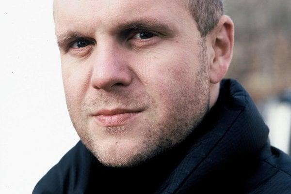 David Ondříček, čerský režisér a producent. Je režisérom filmov Samotári, Šeptej, V tieni, Emil Zátopek. Je producentom filmu Operácia Athropoid.