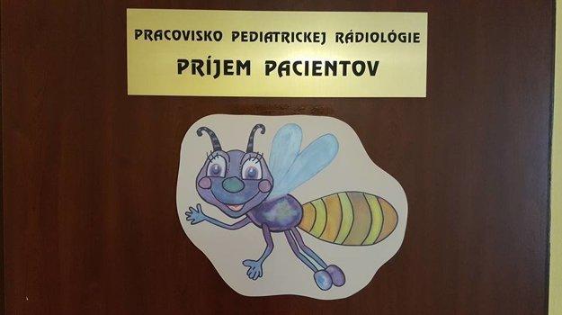 Svetluška na dverách rádiológie.