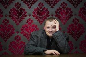 Novinár Mikuláš Kroupa začal pri rozhlasových spovediach, dnes má zbierku tisícok príbehov.