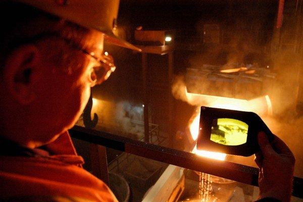 Košický U. S. Steel zamestnáva asi 10 400 ľudí. V dcérskych firmách pracujú ďalšie dve tisícky.