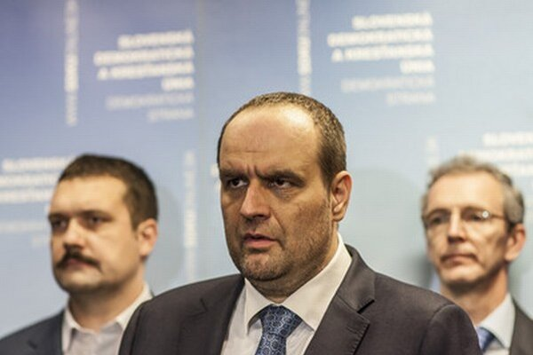 Líder SDKÚ Pavol Frešo s Viliamom Novotným (vľavo) a Ivanom Štefancom (vpravo).