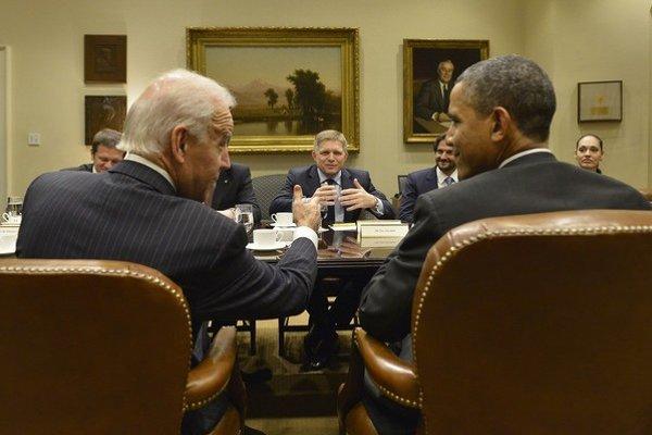 Premiér Fico sa s viceprezidentom Bidenom stretol v novembri v Bielom dome. V utorok spolu telefonovali o plyne.