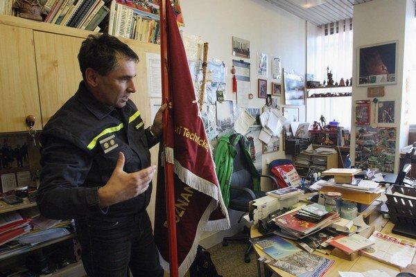 Takto vyzerá kancelária dobrovoľného hasiča Ivana Chromeka z Katedry protipožiarnej ochrany.