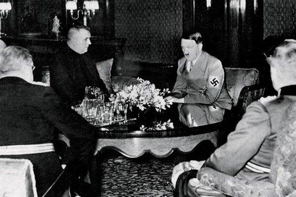 Rokovanie Jozefa Tisa s Adolfom Hitlerom.