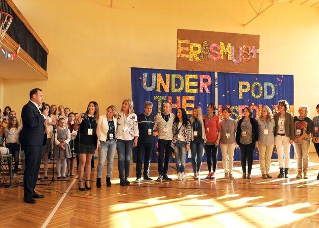 Stretnutie sa začalo uvítacou akadémiou v hostiteľskej škole Szkola Podstawowa.