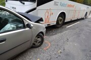 Spolucestujúcich vo Fiate odviezli so zraneniami do nemocnice.