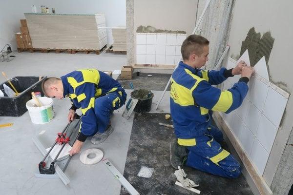 Zlatí Juraj Krutek a Martin Pleva z odboru inštalatér/mechanik stavebnoinštalačných zariadení.