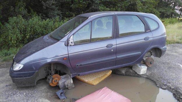 Takto auto vyzeralo, keď ho zničili vandali.