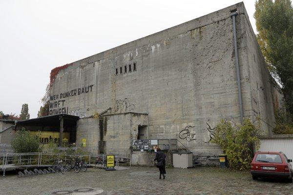 Berlínsky Anhalter Hochbunker dnes  ponúka repliku Hitlerovho bunkra.