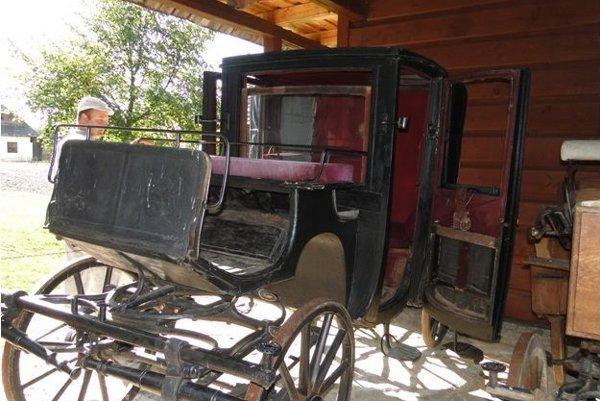 Luxusný koč mestského charakteru sa na cestovanie používal iba na kratšie vzdialenosti, do 50 kilometrov.