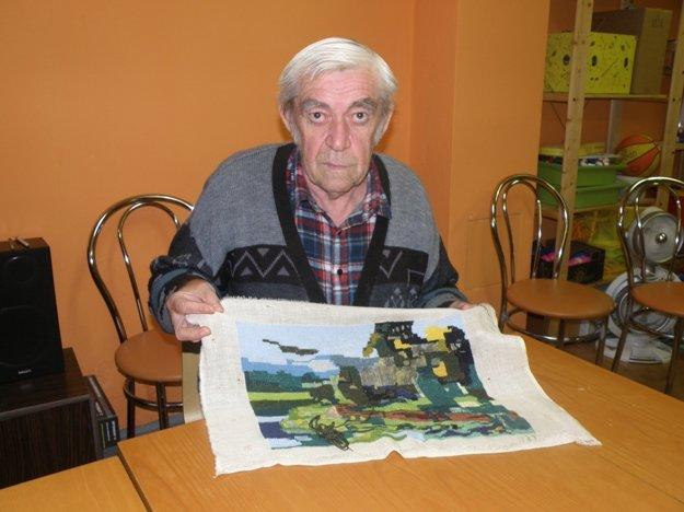 Karol Obžera sa naučil vyšívať obrazy už v detstve.