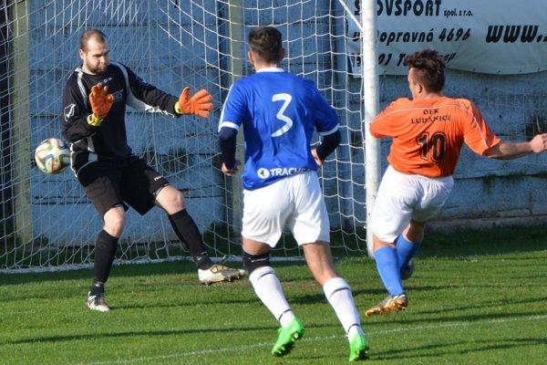 Peter Bisák (č. 10) strelil vedúci gól Ludaníc už v 9. minúte zápasu.