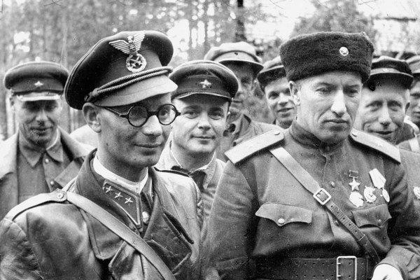 S generálom Alexandrom Saburovom, veliteľom partizánskych oddielov na Ukrajine po prechode k partizánom.