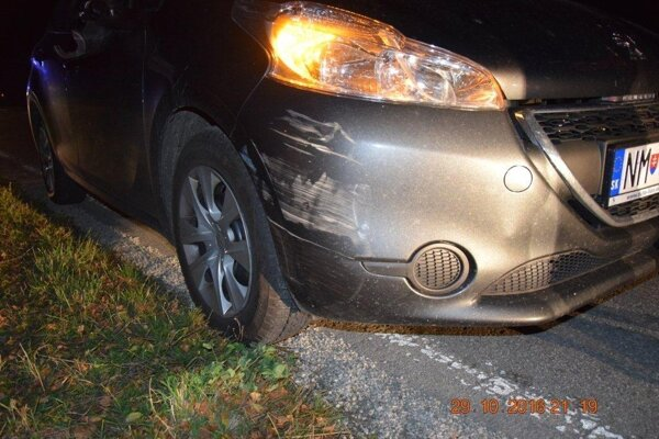 Pri dopravnej nehode došlo k hmotnej škode na bicykli i na aute.