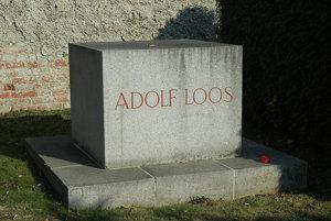 Hrob architekta Adolfa Loosa.