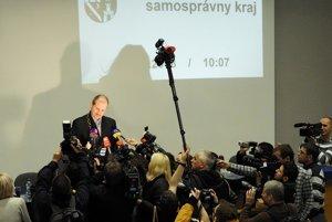 Na Slovensku sa darilo extrémistom aj v druhom kole a Marian Kotleba sa stal županom.