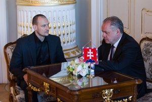 Prezident Andrej Kiska prijal šéfa vyšetrovacieho tímu  kauzy Gorila Mareka Gajdoša (na smínke).