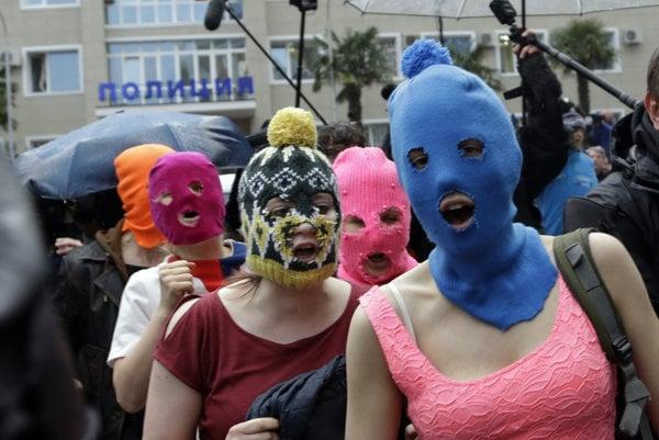 Aktivisticko-umelecká skupina Pussy Riot.