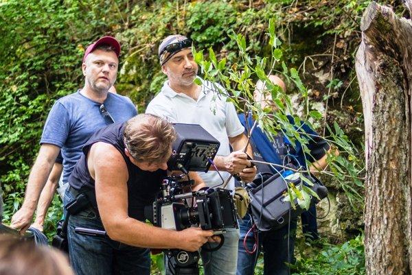 Pri natáčaní nad Jasovskou jaskyňou. Režisér Ján Sabol (vľavo) a hlavný kameraman Ivan Finta.
