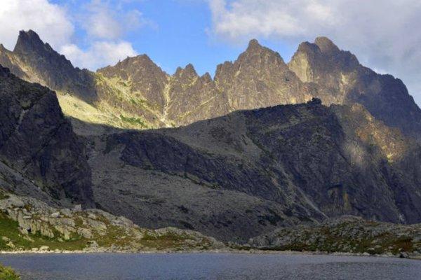 Slovenské hory, predovšetkým Vysoké Tatry aich krásy, sa stali základom mnohých umeleckých diel v rôznych smeroch.