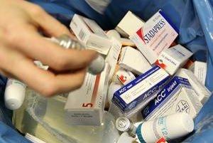 V odpade končia neraz aj nerozbalené lieky. Predpisujú sa vo veľkom a plytvá sa nimi.