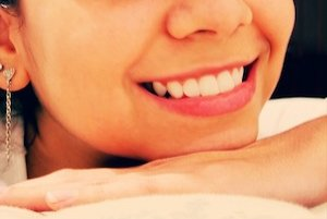 K častým zdravotným problémom ústnej dutiny patria afty. Ich vznik môže vyvolať napríklad aj príliš energické čistenie zubov.