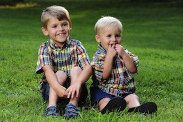 Ochorenie postihuje chlapcov, ženy ho len prenášajú a prejavmi trpia veľmi zriedka.