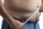 Veľmi závažným a negatívnym rizikovým faktorom na docielenie odpovede na liečbu hepatitídy C je obezita.