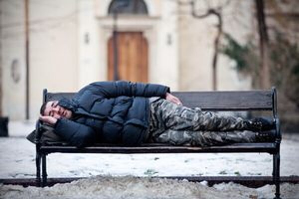 Podľa mestskej polície bezdomovci zneužívajú systém.