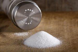 Pri soli aj minerálke netreba strácať súdnosť.