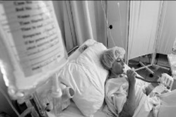 Niektorí pacienti s cystickou fibrózou prežijú posledné roky svojho života s nevyhnutnou pomocu respiračného prístroja pri dýchaní. ILUSTRAČNÉ