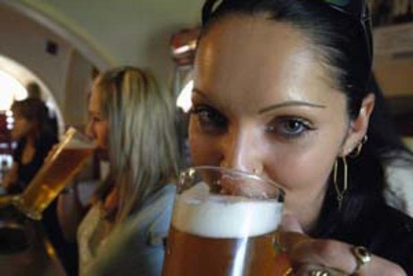 Pravidelní konzumenti piva trpia alkoholickou demenciou častejšie ako priaznivci vína a tvrdého alkoholu.