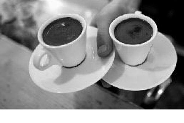 Kofeín ovplyvňuje metabolizmus cukru a môže spôsobiť problémy pacientom s cukrovkou, preto podľa najnovších výskumov sa diabetikom pitie kávy neodporúča. ILUSTRAČNÉ