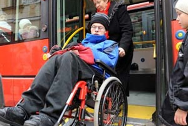 Starostlivosť o postihnuté dieťa si vyžaduje veľa fyzických i duševných síl.