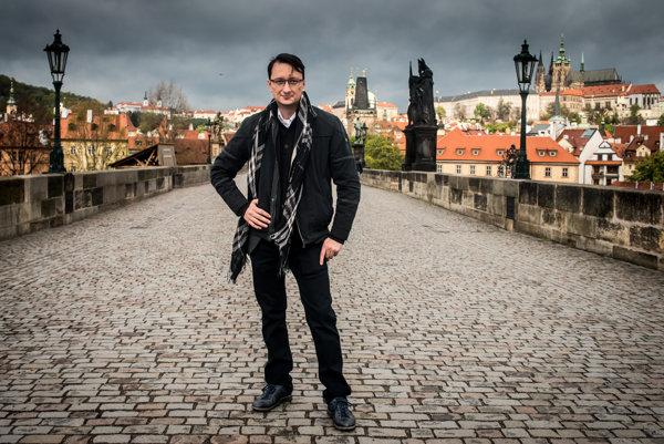 Jozef Karika je známy nielen na Slovensku, ale aj v Česku. V Prahe sa mu dokonca stalo, že ho na ulici spoznal čitateľ.