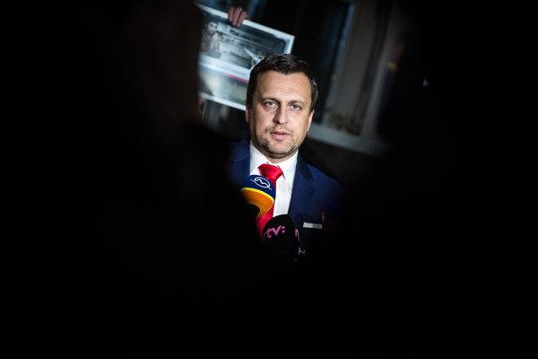 Predseda parlamentu Andrej Danko z SNS si sympatie u voličov udržiava.