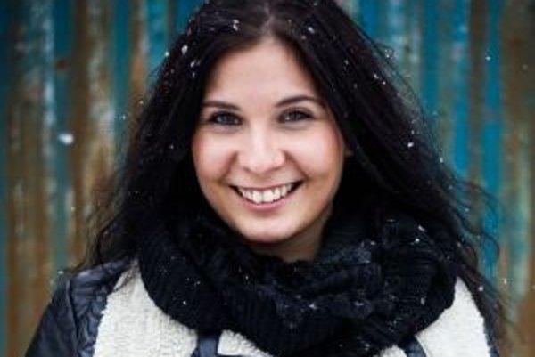 Narodila sa v roku 1987 v Bratislave. Vyštudovala Parížsky inštitút politických vied vo Francúzsku so špecializáciou na Blízky východ a medzinárodnú bezpečnosť. Rok strávila na jazykovom inštitúte v egyptskej Káhire. Plynule ovláda angličtinu, nemčinu