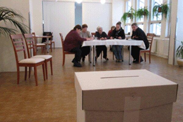 V Jalovci si voliči môžu vyberať z dvoch kandidátov na starostu. Jeden má 37, druhý 61 rokov.