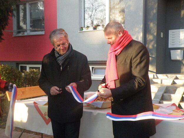 Laszló Stubendek, primátor mesta Komárno a Imrich  Béreš, predseda predstavenstva Prvej stavebnej sporiteľne