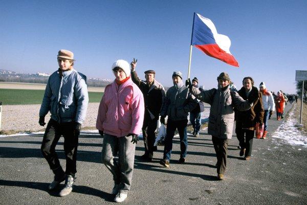 Komunizmus v Československu padol až v roku 1989.